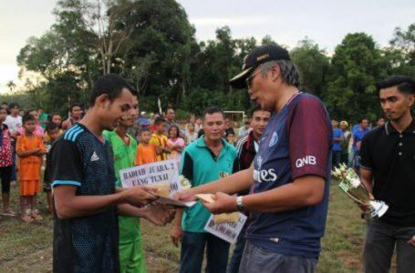 Bupati Jarot Puji Lapangan Sepakbola Kemantan Dugik
