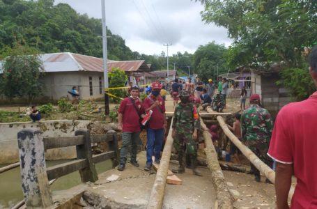 PPNI Salurkan Bantuan Korban Banjir di Desa Nekan